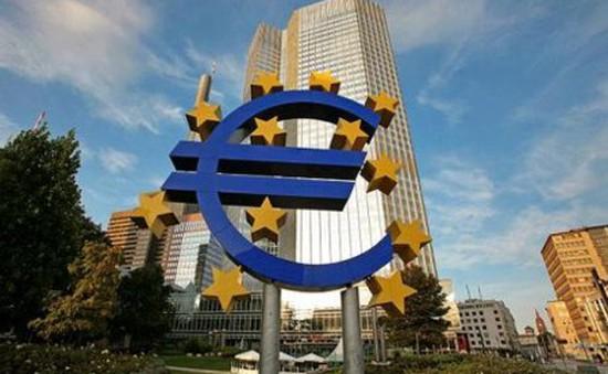 ECB sẵn sàng tăng tốc độ bơm tiền ra thị trường