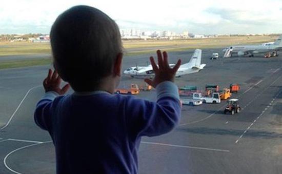 Bức hình bé gái 10 tháng tuổi gây ám ảnh trong bi kịch rơi máy bay của Nga