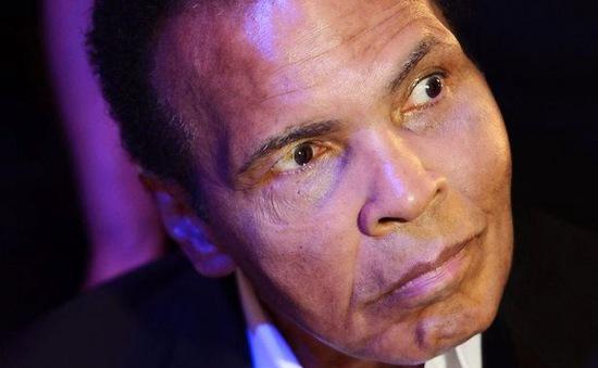 Huyền thoại quyền Anh Muhammad Ali lại phải nhập viện