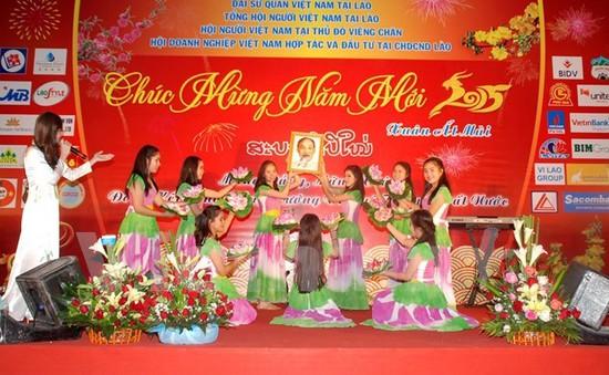 Gặp mặt đầu Xuân ấm áp tình người của Việt kiều Xiengkhuang