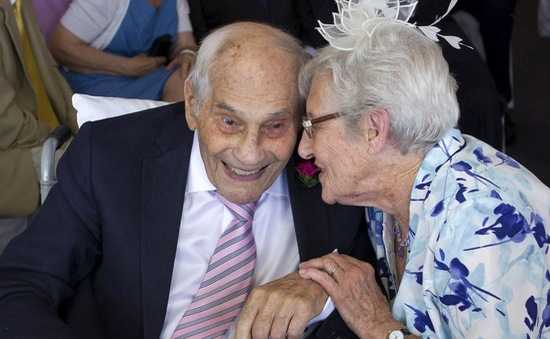 Cặp đôi kết hôn ở độ tuổi cao nhất thế giới
