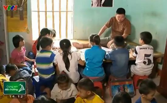 Lớp học đặc biệt của thầy giáo tật nguyền
