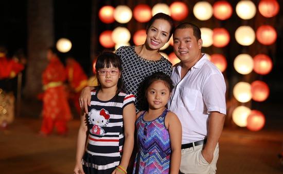 Người mẫu Thúy Hạnh đưa chồng con đến Vua đầu bếp Việt