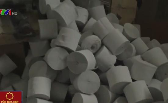 Thâm nhập lò sản xuất giấy vệ sinh giả tại Đồng Nai
