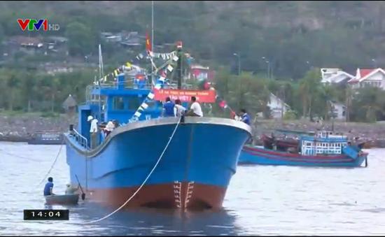 Hạ thủy tàu Composite đầu tiên của Ninh Thuận