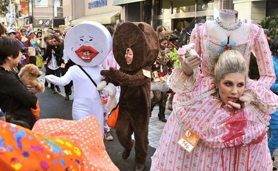 Người khép kín trở nên táo bạo dịp Halloween ở Nhật Bản