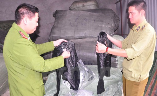Bắt giữ 30 tấn hàng lậu tại Hà Nội