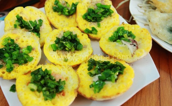 Khó quên hương vị bánh căn Nha Trang