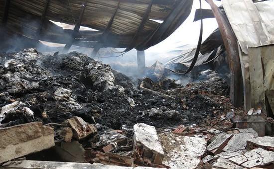 Bình Dương: Kho bôngcháy thông đêm, thiệt hại10 tỉ đồng