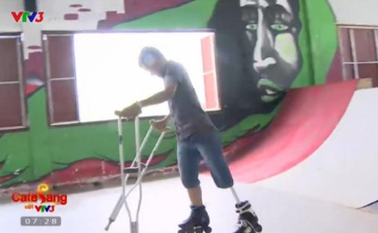 Nghị lực phi thường của chàng trai trượt patin bằng chân giả
