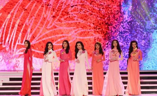 Khán giả chờ đón đêm chung kết Hoa hậu Hoàn vũ Việt Nam 2015