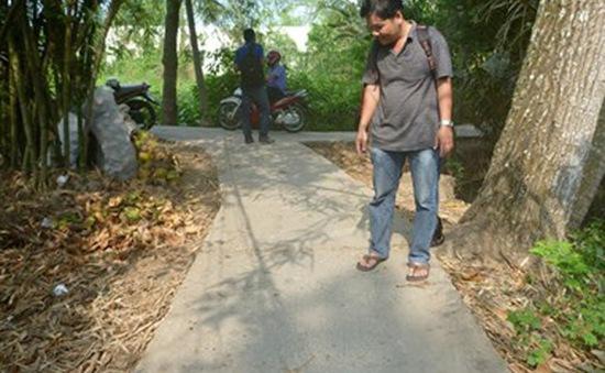 Tiền Giang: Nam sinh lớp 9 bị đâm chết trước cổng trường
