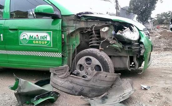 Hà Nội: Xe ô tô đi ngược chiều gây tai nạn liên hoàn