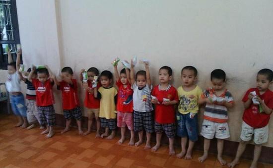 Xôn xao hình ảnh 12 cháu bé tại Quảng Ninh chưa tìm được cha mẹ