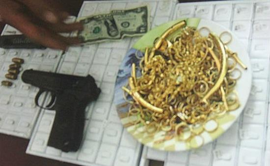 Hà Nam: 64 năm tù cho nhóm đối tượng cướp tiệm vàng
