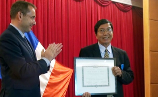 Đại sứ Pháp trao Huân chương Quốc công và Huân chương Cành cọ Hàn lâm tại Huế