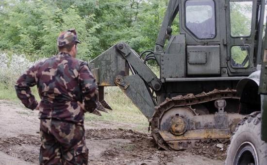 Hungary xây tường rào chặn người di cư