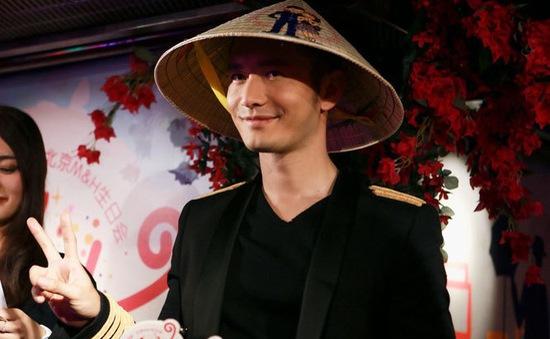 Huỳnh Hiểu Minh đội nón lá Việt Nam đón sinh nhật sớm
