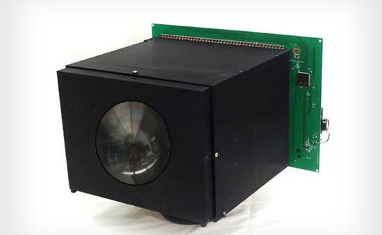 Máy ảnh tự nạp năng lượng đầu tiên trên thế giới