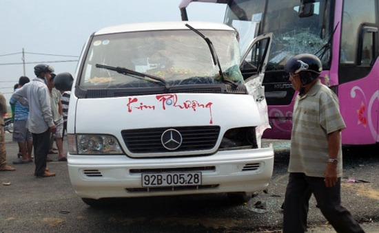 Quảng Ngãi: Hai xe khách đối đầu, 7 người phải cấp cứu