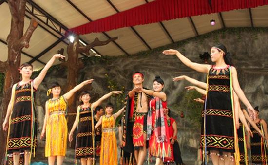 Hấp dẫn lễ hội Huyền thoại thác Yang Bay