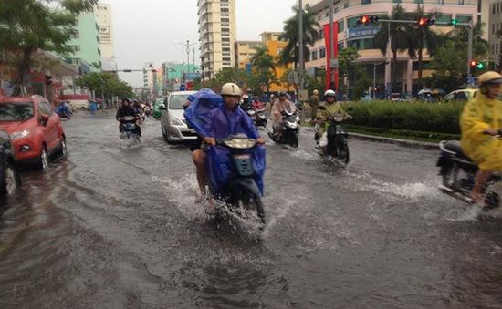 Mưa lớn kéo dài, người dân Đà Nẵng khốn khổ