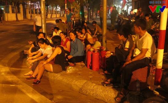 Người dân thức trắng đêm chờ xem diễu binh