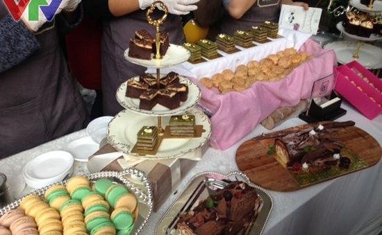 Giới trẻ thỏa mãn tình yêu ẩm thực và thời trang tại LOZI FAIR