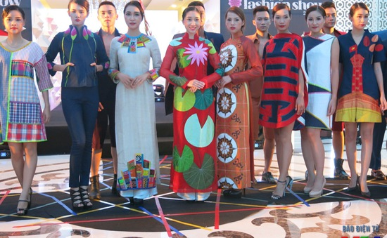 Ngắm đường phố Hà Nội trong BST áo dài của NTK Chula