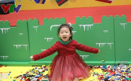 Các bé thích thú với Ngôi làng điều ước LEGO tại AEON MALL Long Biên