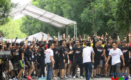 Hơn 3.000 người tham gia vượt chướng ngại vật dài gần 7 cây số