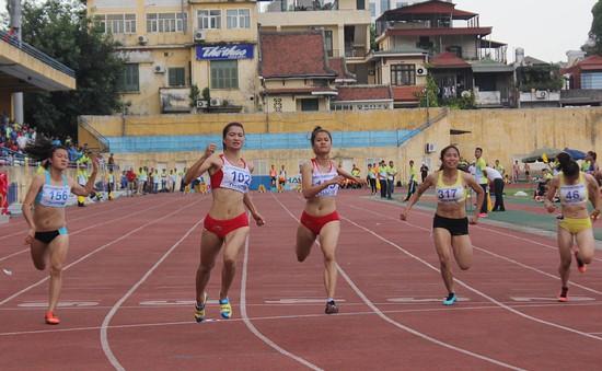 Nguyễn Thị Oanh phá kỷ lục trẻ quốc gia ở nội dung chạy 100m nữ