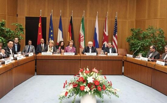 Phương Tây bắt đầu dỡ bỏ một số lệnh trừng phạt Iran