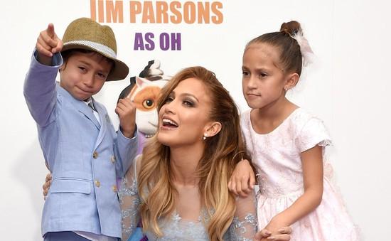 Jennifer Lopez xuất hiện rạng rỡ bên các con