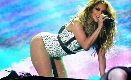 Jennifer Lopez có thể phải đi tù vì biểu diễn gợi cảm