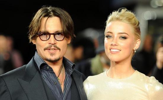 Johnny Depp bất ngờ kết hôn tại nhà riêng