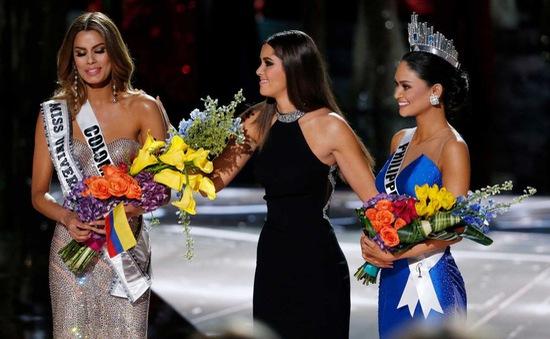 Khán giả hỗn loạn sau sự cố trao nhầm vương miện Hoa hậu Hoàn vũ 2015