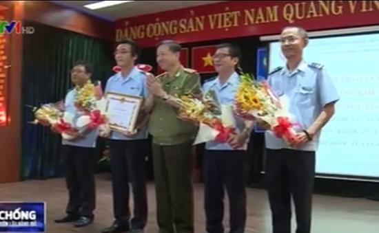 Khen thưởng Chi cục Hải quan cửa khẩu sân bay quốc tế Tân Sơn Nhất