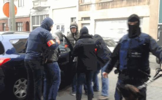 Vụ tấn công khủng bố ở Paris: Bắt giữ thêm đối tượng tình nghi trong cuộc vây ráp