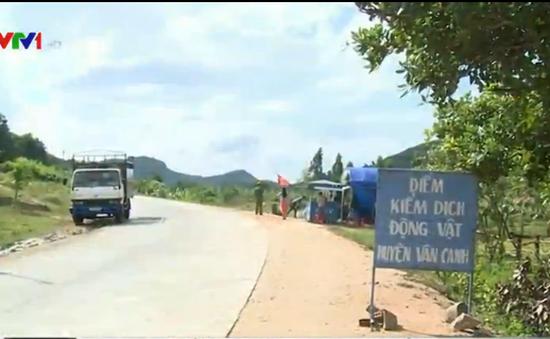 Cán bộ Trạm Thú y Vân Canh, Bình Định thu phí tiêu độc khử trùng sai quy định