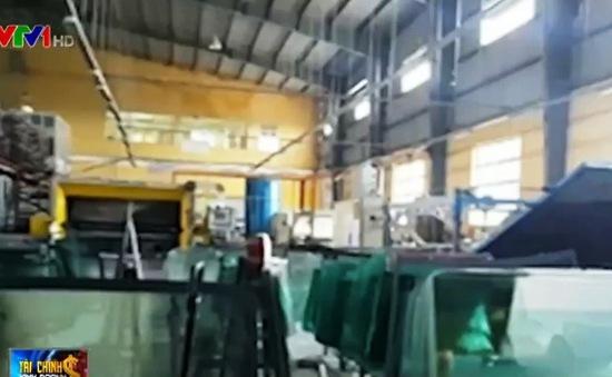 TP.HCM triệt phá lò sản xuất kính chắn gió ô tô giả