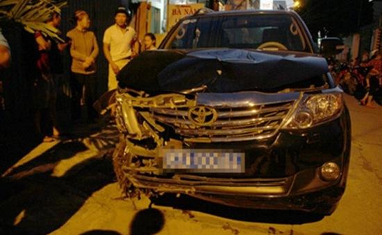 Lái xe biển xanh gây tai nạn liên hoàn ở Kon Tum
