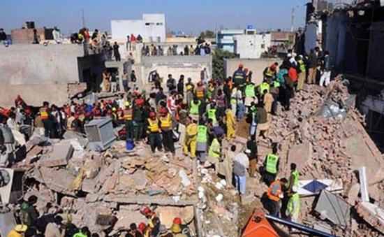 Sập nhà máy tại Pakistan khiến gần 90 người thương vong