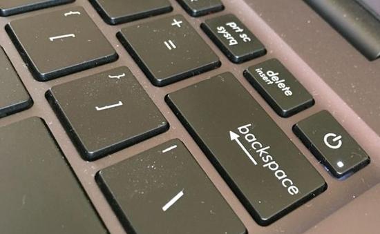 Cách khắc phục khi laptop có thiết kế nút nguồn bất tiện