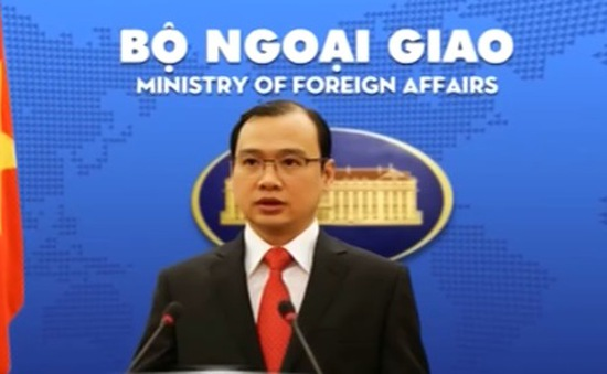 Việt Nam phản đối Trung Quốc xây dựng 2 ngọn hải đăng