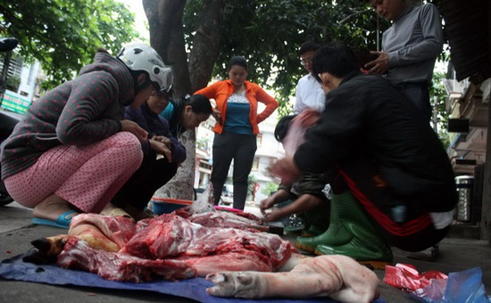 """Bất an với chất lượng thịt lợn """"di động"""" tại Phú Yên"""