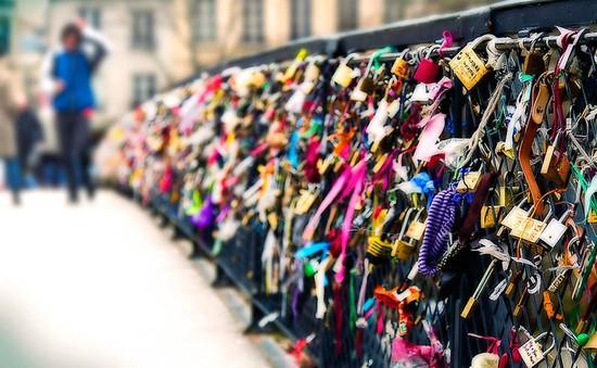 Paris gỡ bỏ 700.000 ổ khóa trên cầu Pont des Arts