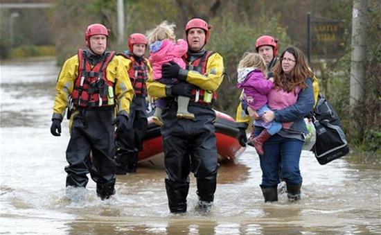Lũ lụt khiến hàng trăm người phải sơ tán tại Anh
