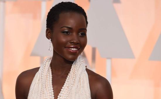 Kẻ trộm trả lại váy tiền tỷ cho sao Oscar, tố ngọc trai là giả