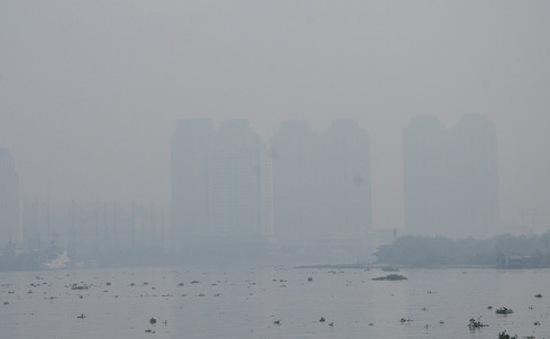 TP.HCM mờ ảo trong màn sương mù dày đặc